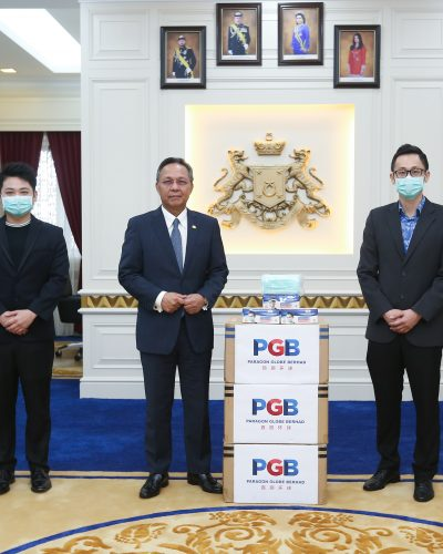 PHOTO_COVID-19_PARAGON GLOBE DONATES 100,000 FACE MASKS TO JOHOR STATE GOVERNMENT